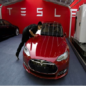Tesla to hire hackers to enhance vehicle security