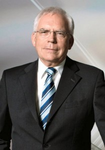 Dr. Ulrich Hackenberg_AUDI_Connected_Cars