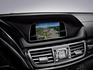 Mercedes_Benz_E-Class_Garmin_Infotainment