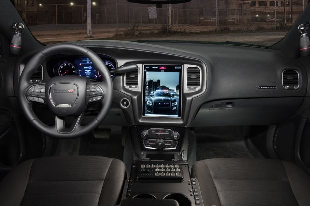 Dodge_2016_Charger_Pursuit_Tesla_Infotainment