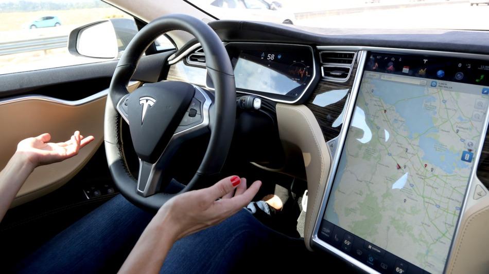 Tesla_Autopilot_Hong_Kong_ADAS