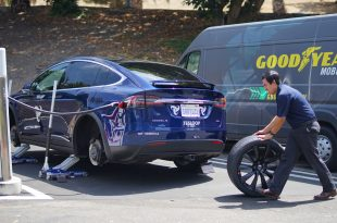 The Goodyear Tire & Rubber Company announced that it is equipping Tesloop, a city-to-city mobility service that exclusively uses Tesla electric vehicles, with wireless sensors in its tires to improve overall tire management and maximize uptime for its growing fleet. (PRNewsfoto/The Goodyear Tire & Rubber Comp)